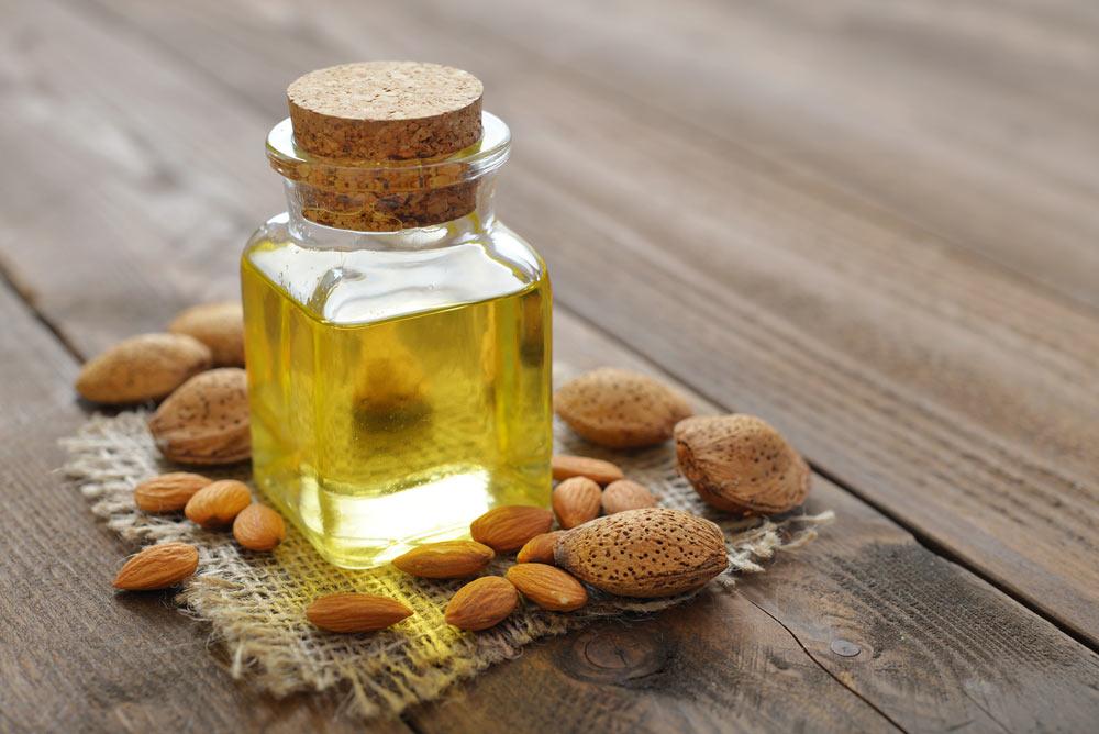 صورة فوائد زيت اللوز الحلو , تاثير زيت اللوز الحلو علي الشعر والبشرة
