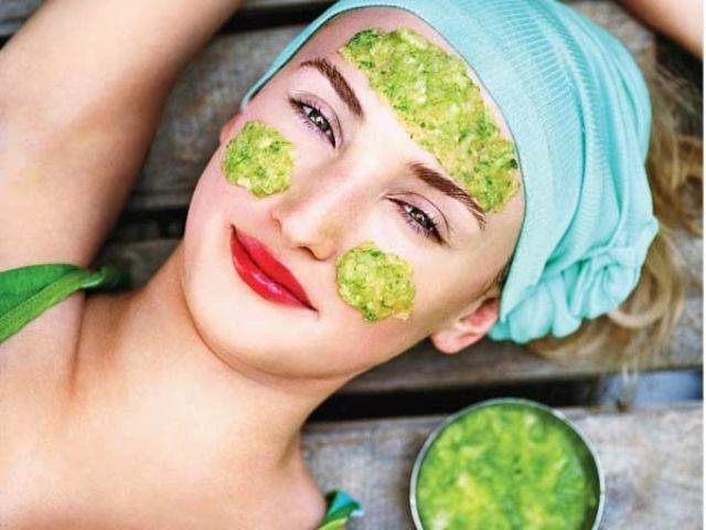 بالصور ماسكات طبيعية للوجه , طريقة عمل ماسكات الوجه وفوائدها 623 1