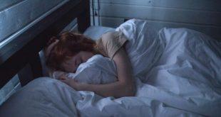 صورة تفسير حلم النوم بجانب الميت , تفسير رؤية نومي جنب ميت بالمنام