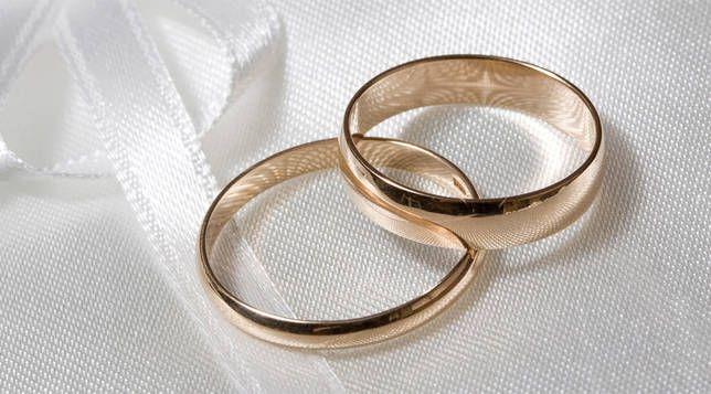 صورة اين يوضع خاتم الخطوبة , اليد اليمنى انارها خاتم الخطبه