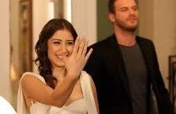 صور اين يوضع خاتم الخطوبة , اليد اليمنى انارها خاتم الخطبه