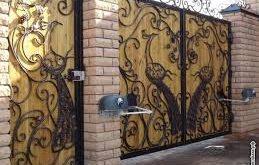 صورة الوان صبغ ابواب حديد , كيف تجعلين الباب الحديد تحفه فنية بالصور